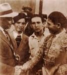 """En histórica tarde en """"El Toreo de Puebla"""", Enrique Hernández """"Rayito"""", a la vera de su ídolo, el Maestro Lorenzo Garza, quien saluda al Empresario Joaquín Guerra."""