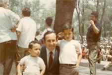 Con sus hijos Héctor y Enrique
