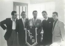 Pedro Antonio Calleja Jr. (Hijo del Dueño de X.E.F.R.), Enrique Hernández Flores, el Cantante Chileno Lucho Gatica, Celedonio Alfajeme –Gerente- y el locutor Martín González
