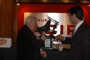 """Maestro Raymundo Cobo y Arturo Macías, con el """"Trofeo Fiesta Brava"""" 2007"""