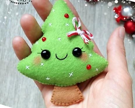 manualidad de arbolito navideños en fieltro o paño Lency