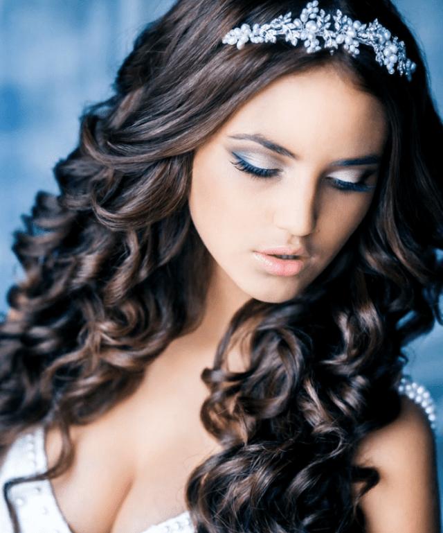 peinado 15 años suelto con tiara