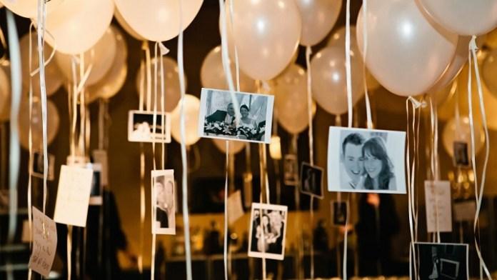 Decoración con globos colgando con fotografías