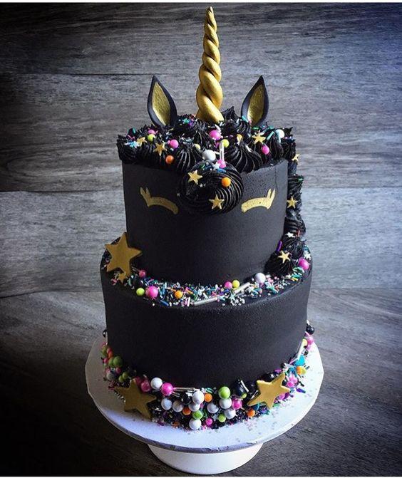 Tortas-de-unicornio-negro-completo