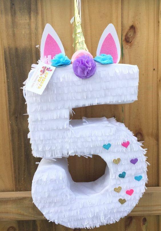 Linda piñata de unicornio con numero