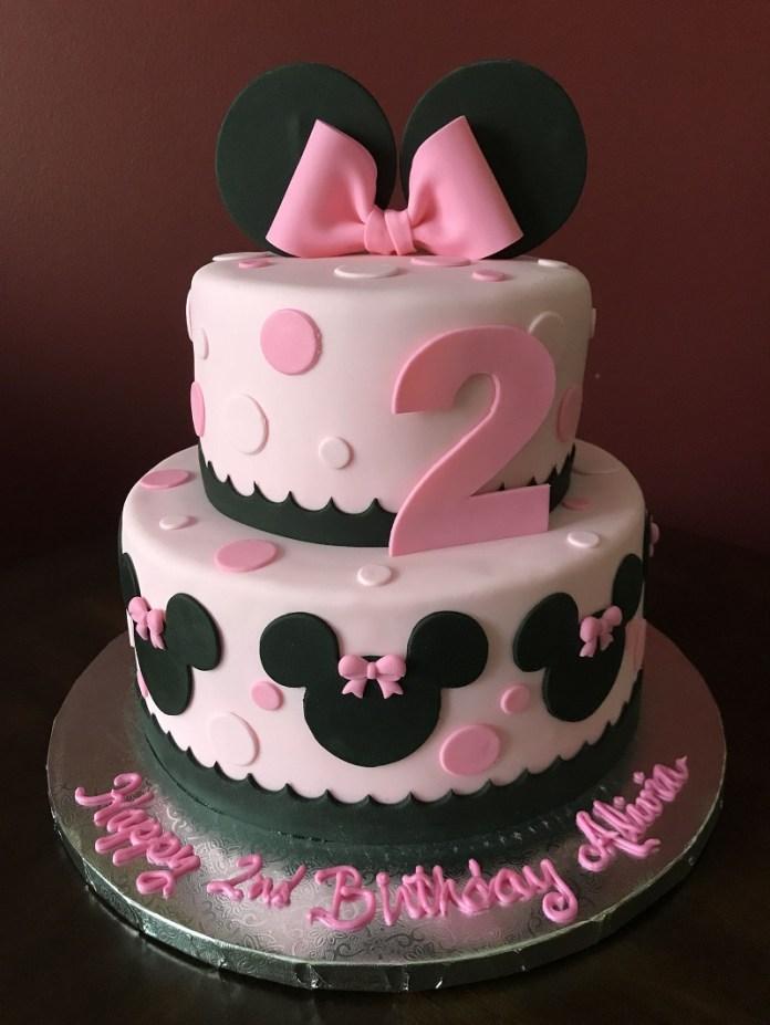 Tortas de Minnie con lazos rosas y numero