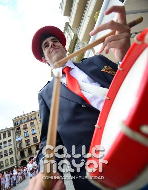 14-08-03-fiestas-de-estella-calle-mayor-comunicacion-y-publicidad-016