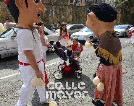14-08-04-fiestas-de-estella-calle-mayor-comunicacion-y-publicidad-056