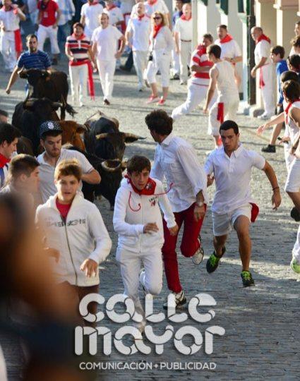 14-08-06-fiestas-de-estella-calle-mayor-comunicacion-y-publicidad-069