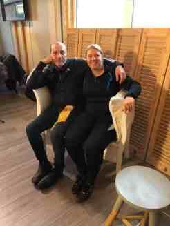 Op de loveseat met Alain Caron — bij Santé Holland.