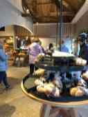 Even genieten van een bezoekje aan die mooie winkel van Bakkerij Vreugdenhil — bij Bakkerij Vreugdenhil.