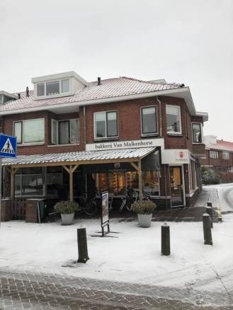Mooie witte daken bij Bakkerij van Malkenhorst — bij Bakkerij van Malkenhorst.