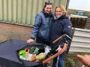 Een bakfiets vol lekkers... — met Coriza Hoogendonk bij Boerderij Hoogendonk.