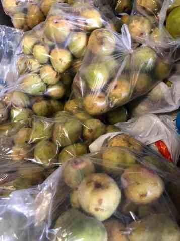 Zoveel goede en lekkere peren gered... — bij Boerderij Hoogendonk.