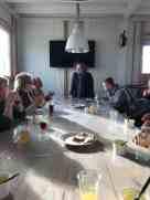 Sylvia Simons-vd Berg verblijdt ons met het verhaal over peulvruchten, onder het genot van snert met roggebrood en katenspek en heerlijke fruitsapjes. — bij Santé Holland.