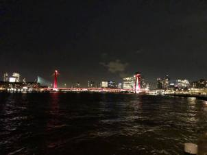 De skyline van Rotterdam voorafgaand aan de avond over plastic georganiseerd door Pauline Schouwenburg van De Platte Stad — bij BlueCity 010.