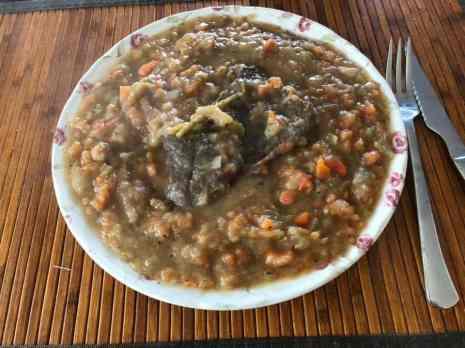 het ziet er misschien ranzig uit, maar deze eerder vers gemaakte hutspot smaakte heerlijk op een dag waar gemak gewenst was... — bij Fietsen voor m'n eten.