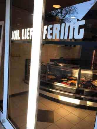 Gilde poelier Joh. Lieffering heeft helaas geen Facebookpagina die ik kan taggen... — bij Winkelcentrum 's-Gravenzande.