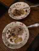 Ontbijtje: - yoghurt van DelflandseZuivel - muesli en overrijpe banaan van de Biefit Gezondheidswinkel - moerbeien en granola van Farm I See — bij Fietsen voor m'n eten.