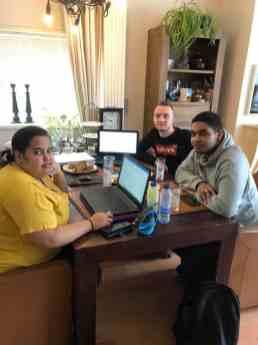 Deze drie kanjers Andrej, Eva en Jean-Marc van De Haagse Hogeschool gaan Fietsen voor m'n eten helpen aan een businessplan. — bij Fietsen voor m'n eten.