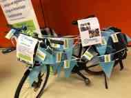 De fiets kwam ook hier steeds voller te hangen met tips. — bij Jaarbeurs.