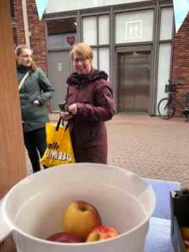 Ria Roessen kwam ook een flinke buit halen voor Team Westland — bij Kaasmeester Richard.