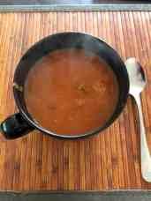 Aan een eerder versgemaakt tomatensoepje — bij Fietsen voor m'n eten.