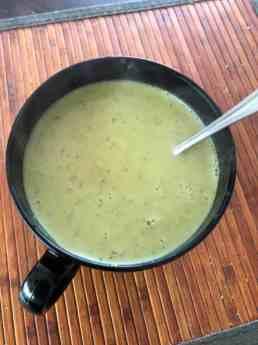 Eerder versgemaakt soepje van de gele courgettes van Courgettekwekerij van Vliet — bij Fietsen voor m'n eten.