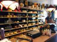Wat een lekkere kazen in dit leuke winkeltje bij Kaasboerderij Jongenhoeve — bij Kaasboerderij Jongenhoeve.