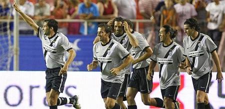 Los jugadores de la Vechia Signora celebran el segundo gol