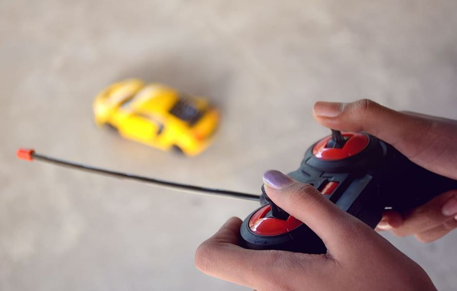 electric cars for toddlers with remote control