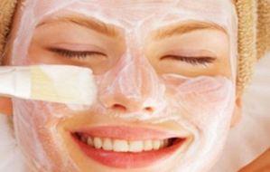 Φτιάξτε μάσκα βαθιάς ενυδάτωσης με 3 υλικά