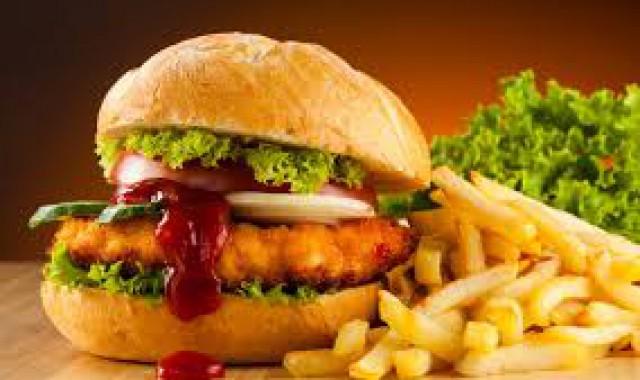 Read more about the article Που οφείλονται οι λιγούρες για ανθυγιεινές τροφές