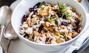 Εύκολη συνταγή: Ριζότο σαλάτα με μανιτάρια και σταφίδες