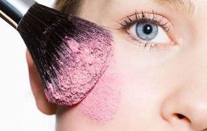 Ρουζ: H μαγεία του μακιγιάζ