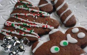 Φτιάξε σοκολατένια χριστουγεννιάτικα μπισκότα με 5 μόνο υλικά!