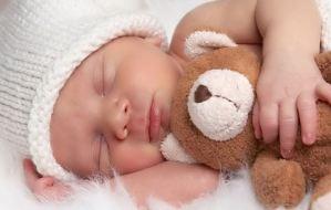 Αναγνωρίστε τα σημάδια νύστας του μωρού σας και βάλτε το για ύπνο