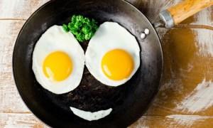 Ποιος είναι ο πιο υγιεινός τρόπος να τρώτε τα αυγά, σύμφωνα με την επιστήμη