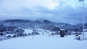 Xιόνια στα ορεινά των Τρικάλων και της Καστοριάς