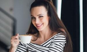 Λευκά δόντια: Τι πρέπει να κάνετε αν πίνετε καφέ και κρασί