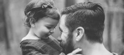 Οι μπαμπάδες αντιδρούν πιο ευαίσθητα στις κόρες τους από ό,τι στους γιους τους