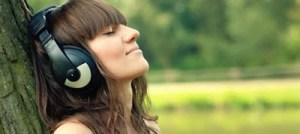 Read more about the article Δείτε από τι κινδυνεύετε αν ακούτε μουσική δυνατά με ακουστικά