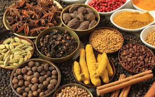 Τα 10 μπαχαρικά και βότανα που βοηθούν στην απώλεια βάρους