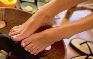 Ενυδατώστε τα πόδια σας με 2 συστατικά που όλες έχετε στο σπίτι σας!