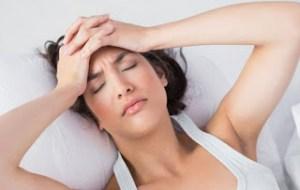 Πονοκέφαλος πριν ή μετά το σεξ: Τι μπορεί να «κρύβει»