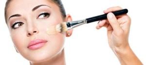 Πώς να εφαρμόζω σωστά το υγρό make up στο πρόσωπό μου