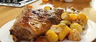 Αρνάκι ή κατσικάκι στο φούρνο με πατάτες