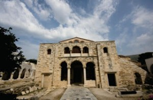 Παναγία Εκατονταπυλιανή: Οι 99 φανερές πύλες και η μία που παραμένει αόρατη
