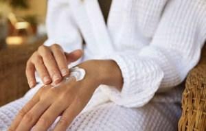DIY: Σπιτική κρέμα χεριών για να απαλλαγείς από εκζέματα και φλεγμονές