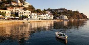 Το BBC εξυμνεί την Ικαρία: Το νησί όπου οι άνθρωποι ζουν 100 χρόνια και χωρίς άγχος!
